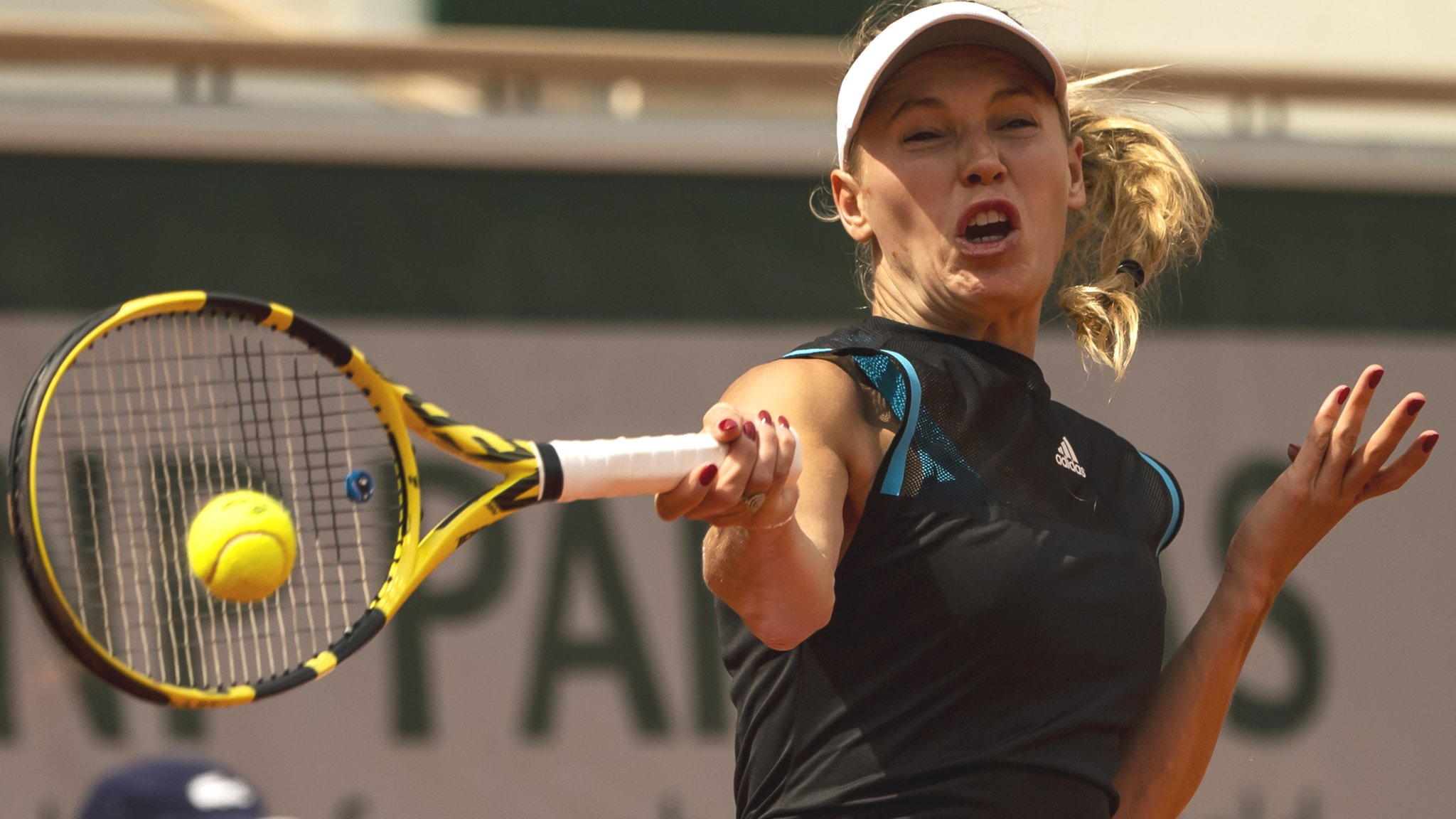 Wozniacki wins but world number one Barty withdraws at Eastbourne