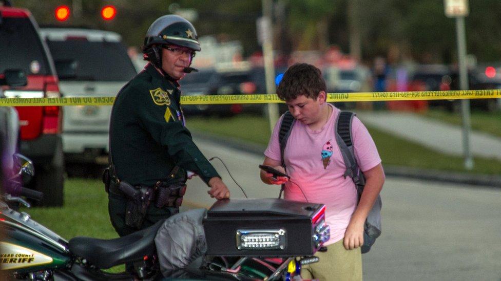 Agente de policía y alumno de la escuela Marjory Stoneman Douglas de Parkland, Florida