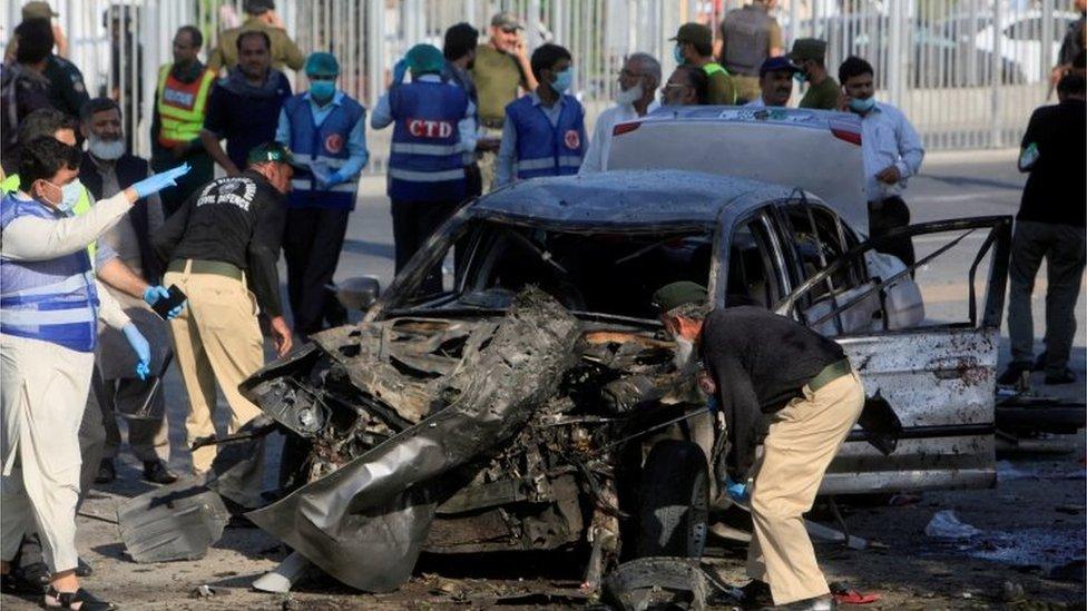 Pakistan blast: Taliban bike bomb kills 26 in Lahore