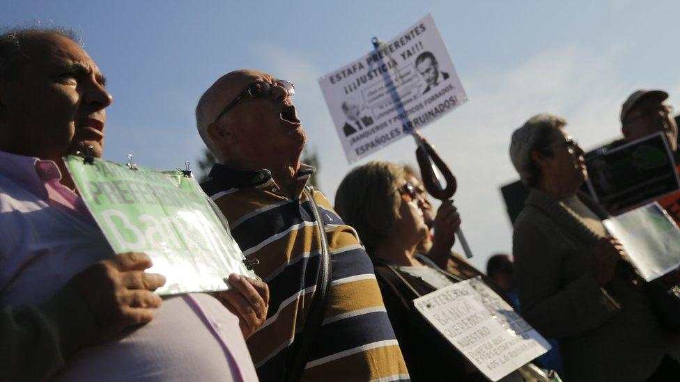 Bankia davası devam ederken gösteri yapan öfkeli küçük hissedarlar