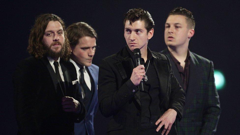Arctic Monkeys' album 'fastest selling on vinyl in 25 years' | BBC