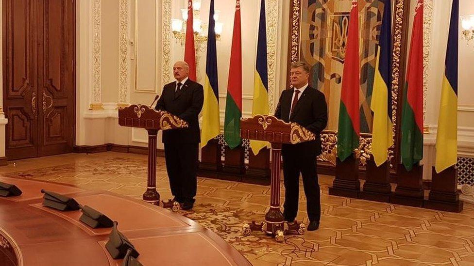 Голові прикордонної служби стало погано на зустрічі Лукашенка і Порошенка