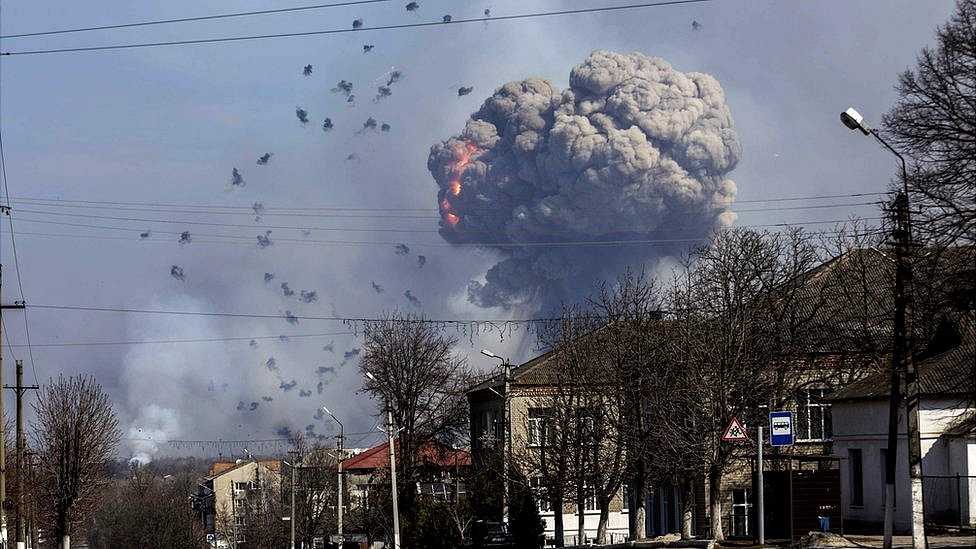 #НеПроґавте: пожежа на арсеналі, вбивство Вороненкова, напад у Лондоні