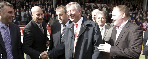 Sir Alex Ferguson and John McMaster (right) at an Aberdeen reunion in 2008