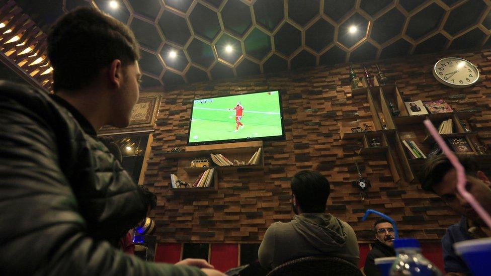 ينتظر المغردون بلهفة المواجهة بين منتخبي عمان والامارات في نهائي كأس الخليج اليوم