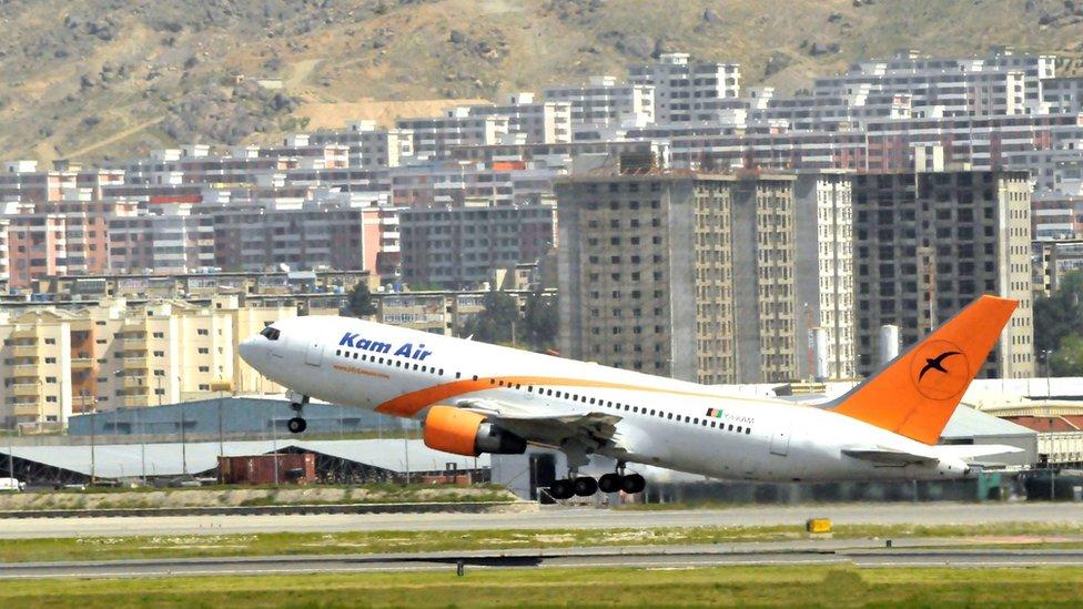 دهها کارمند خارجی شرکت هوایی کامایر افغانستان را ترک کردند