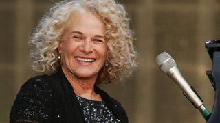 BBC News - Carole King makes UK stage return playing Tapestry in full