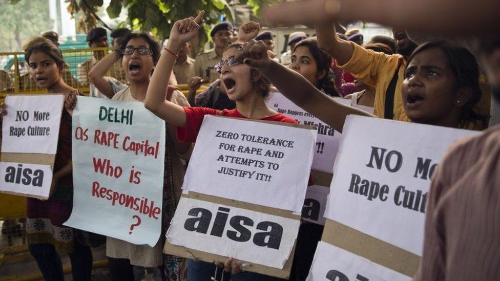 Manifestantes protestam em Nova Déli após novo incidente de violência sexual na Índia (outubro de 2015)