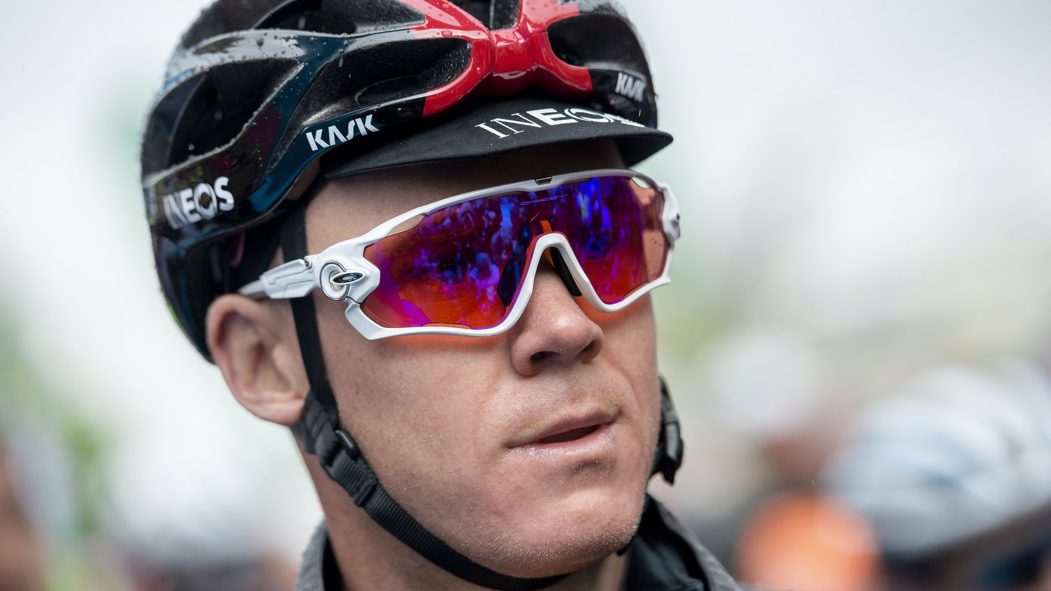 Froome fractured neck in crash & faces six weeks in hospital