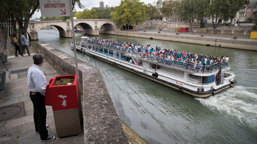 Paris baulks at 'horrible' eco-friendly public urinals