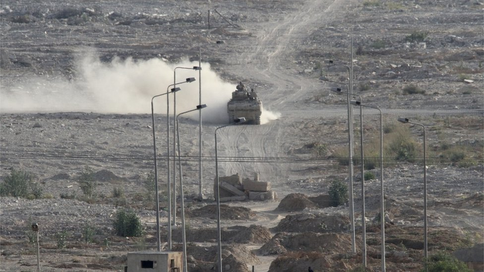 Egypt says its army will continue its offensive in the Sinai Peninsula until it is cleared of Islamic State militants, after clashes left more than 100 dead.