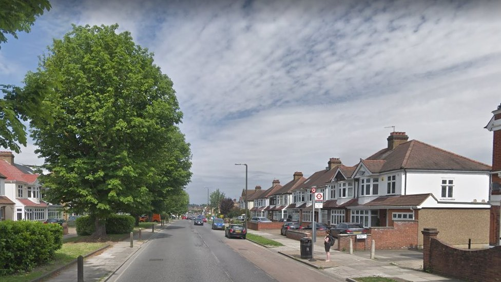 Eltham crash: Two dead in crash with van pursued by police | BBC