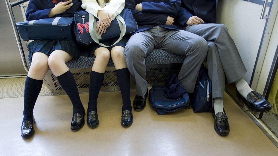 En el transporte de Madrid se prohibirá el manspreading