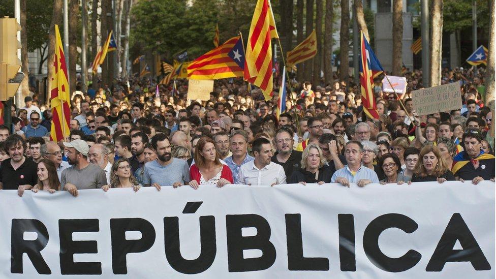 Manifestación en Gerona en contra de la represión policial.