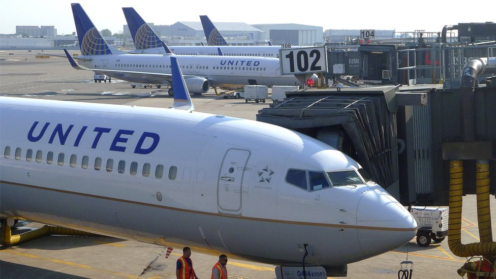 United Airlines under fire for 'barring girls wearing leggings'