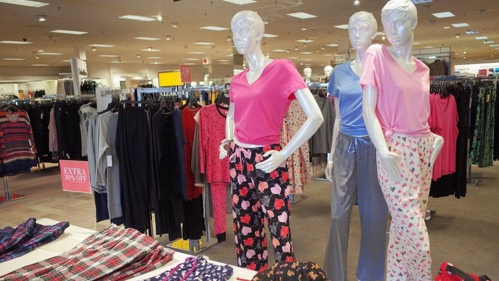 تماثيل عرض ملابس السيدات