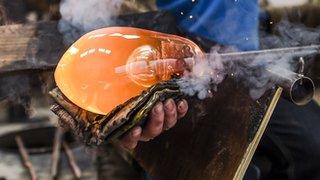 Sculpture glassblowers make 100 roundels