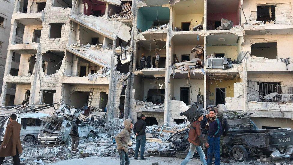 القوات السورية تشن غارات جوية مكثفة على إدلب منذ فترة