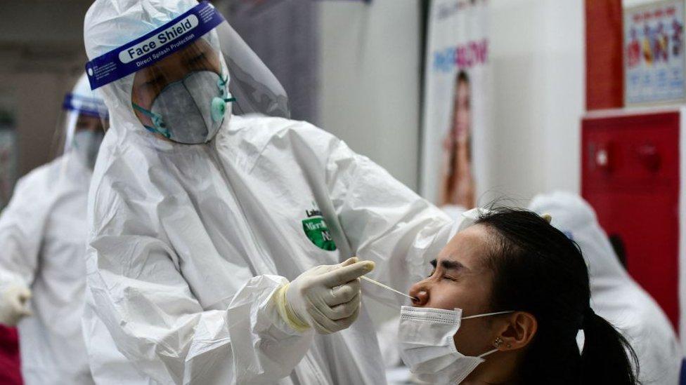 Covid-19: hơn 100 ca mới mỗi ngày, Việt Nam đối mặt thách thức lớn - BBC News Tiếng Việt