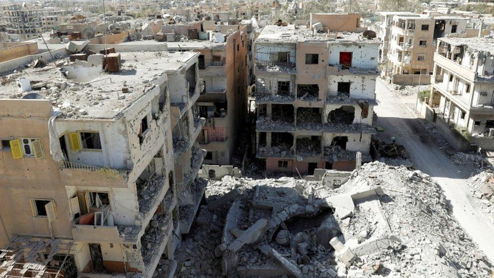 مباني مدمرة في الرقة