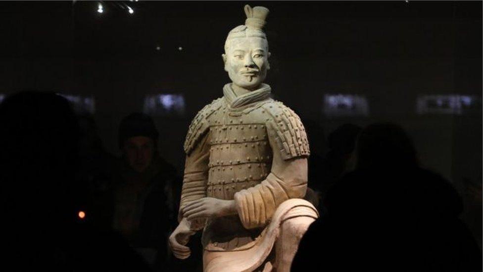 TQ nổi giận vì tượng chiến binh Tần Thủy Hoàng bị trộm ngón tay