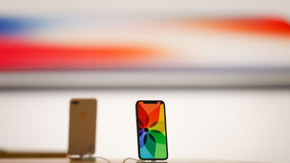 """De acuerdo a la empresa SquareTrade, el iPhone X es """"el más frágil, costoso y caro de reparar en la historia de Apple""""."""