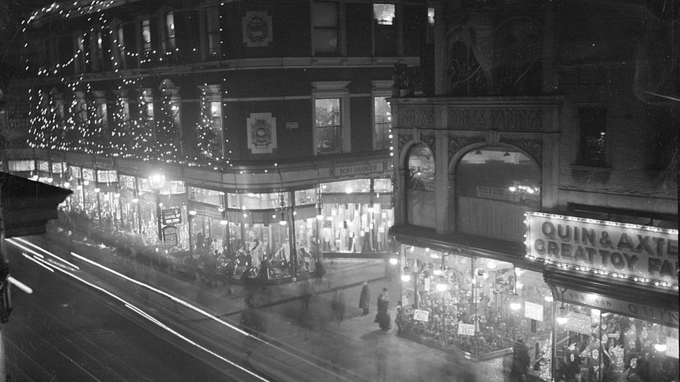 Brixton High Road, London, December 1927