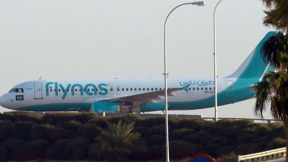 طائرة تجارية سعودية تصل إلى بغداد لأول مرة منذ 27 عاما