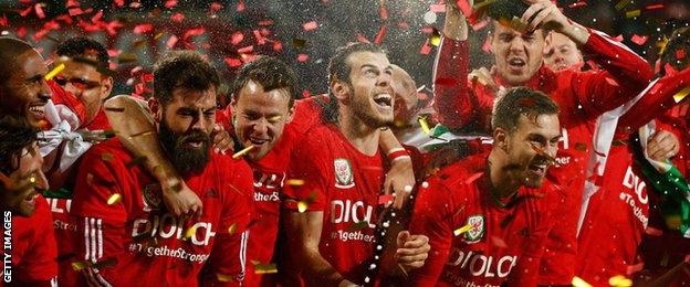 Wales celebrate qualifying for Euro 2016