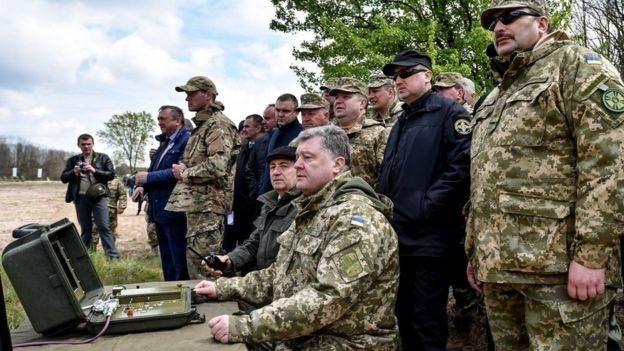 Порошенко підписав закон про мирне врегулювання на Донбасі