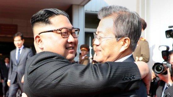 Korean leaders meet in surprise summit | BBC