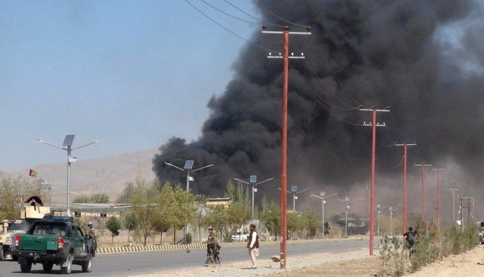 ألسنة الدخان تتصاعد من مقر الشرطة في غارديز عاصمة مقاطعة باكتيا