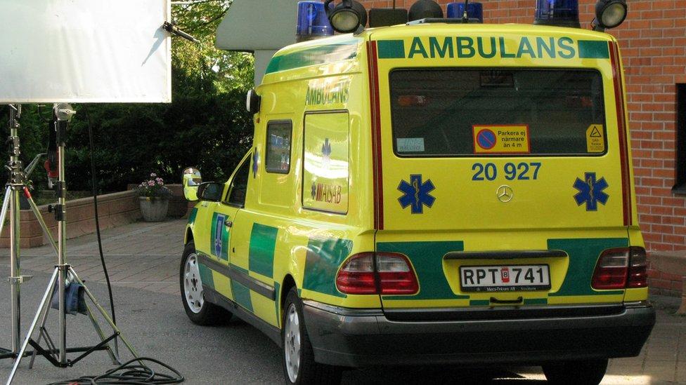Ambulances to jam car radios in Sweden