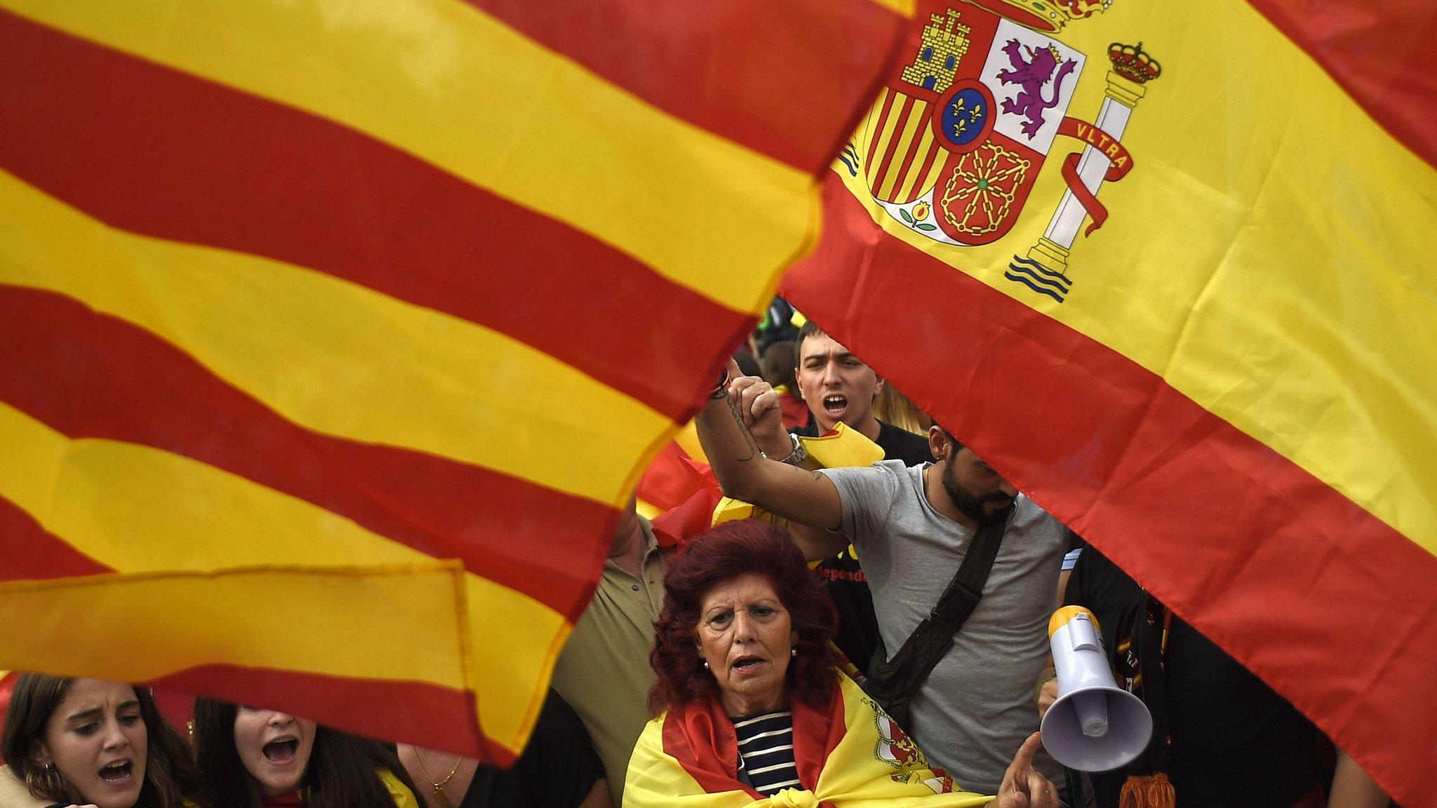 الحكومة الإسبانية بصدد تعليق الحكم الذاتي في اقليم كتالونيا