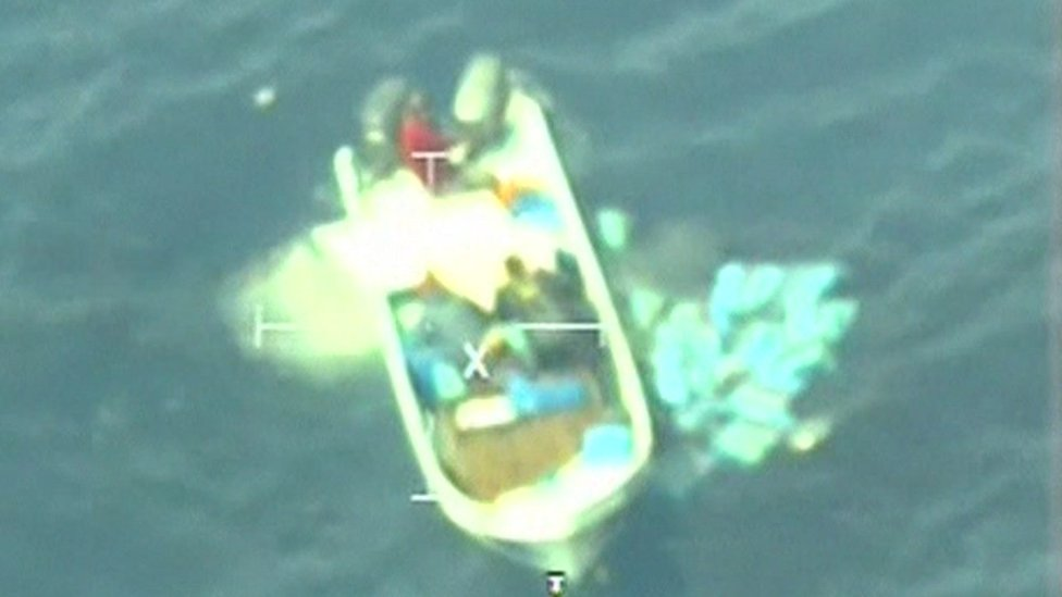 Mexican Navy footage shows mass drug jettison