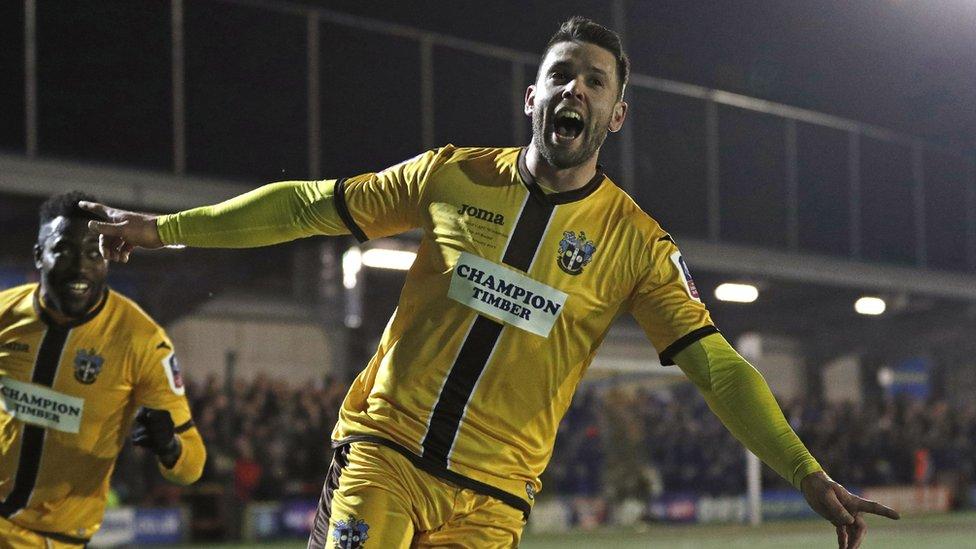 Watch: Fitchett goal sparks wild scenes for Sutton