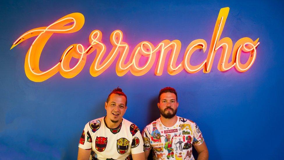 En un letrero en la principal tienda de la Casa Todomono se puede leer la palabra Corroncho. (Foto: Cortesía Casa Todomono)