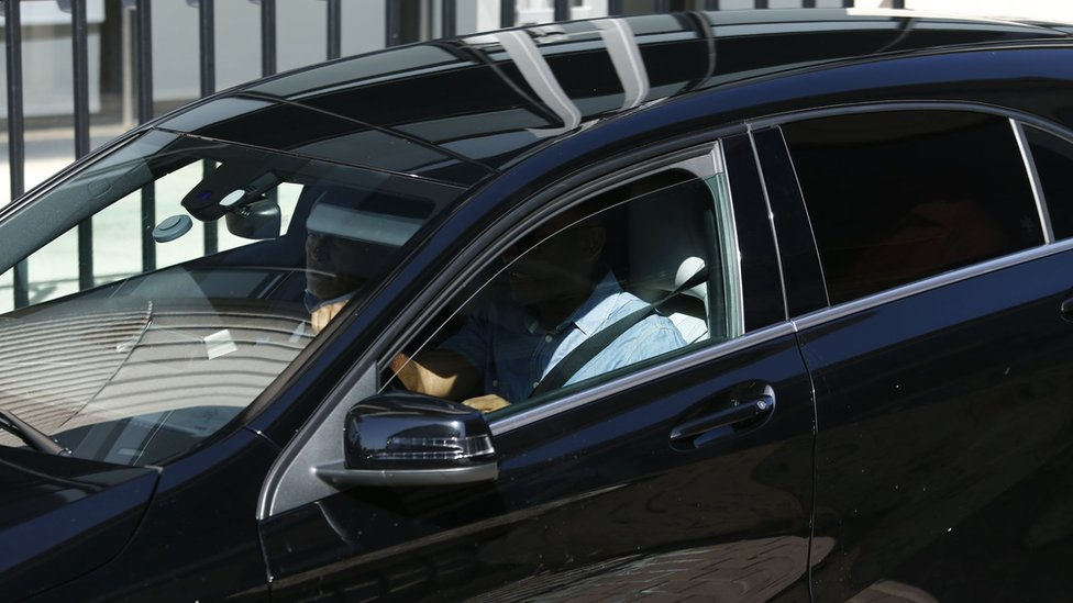 Cristiando Ronaldo dentro del auto que lo transporaba.