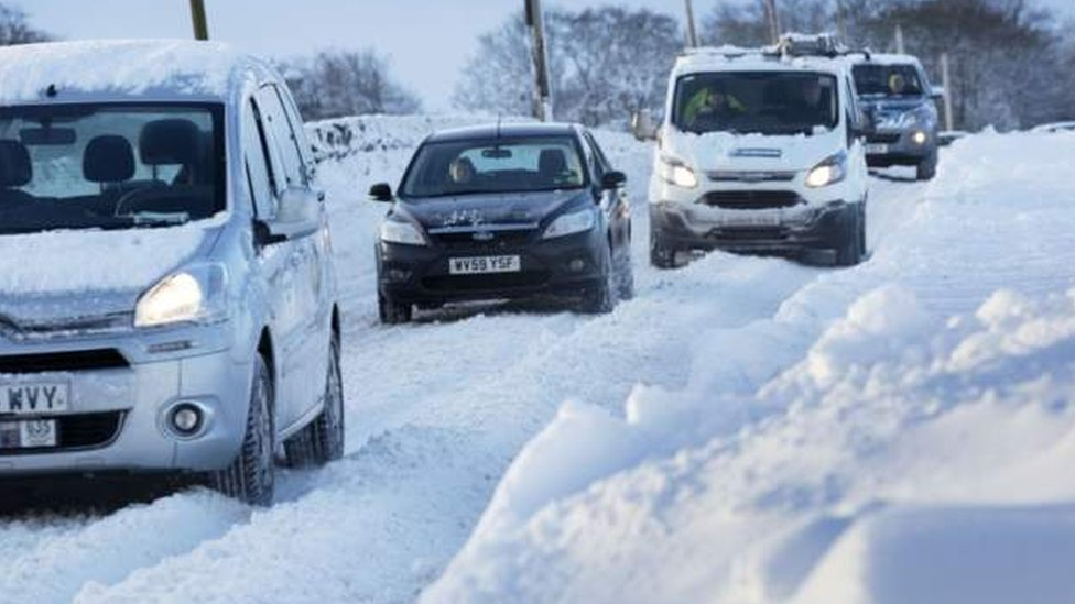 Fresh snow alert sparks travel warning