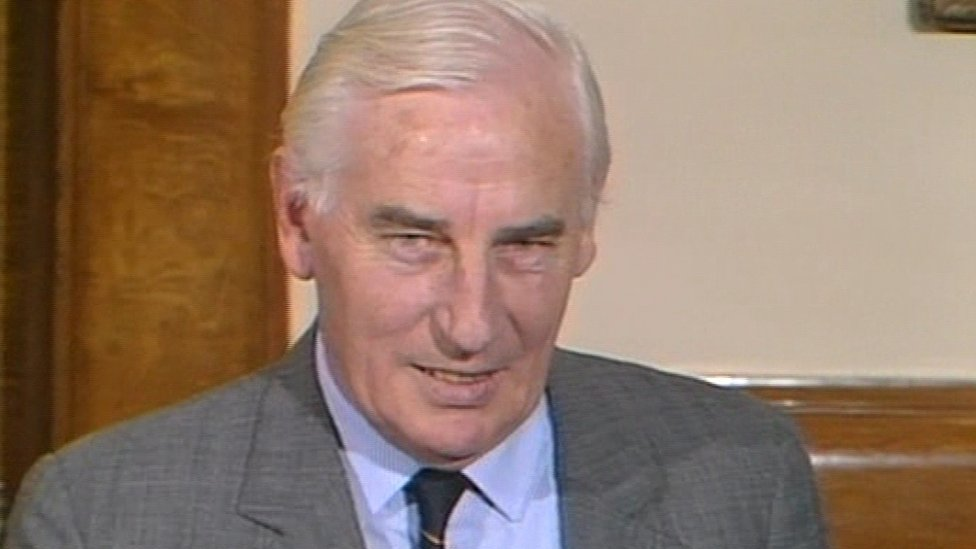 Peter Barry: Former Irish deputy prime minister dies