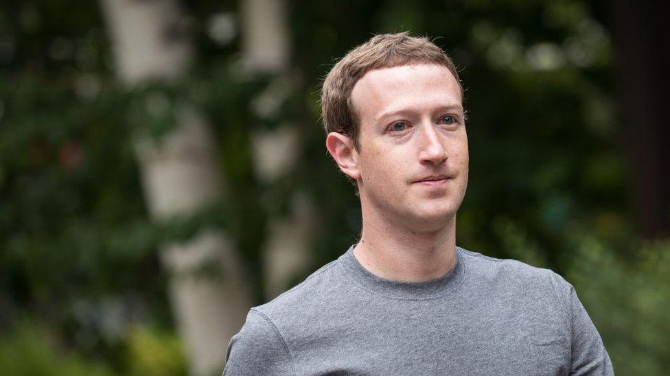 Medios estadounidenses reportaron Chris Larsen quedó, por unas horas, detrás de Mark Zuckerberg en la lista de millonarios de Forbes.