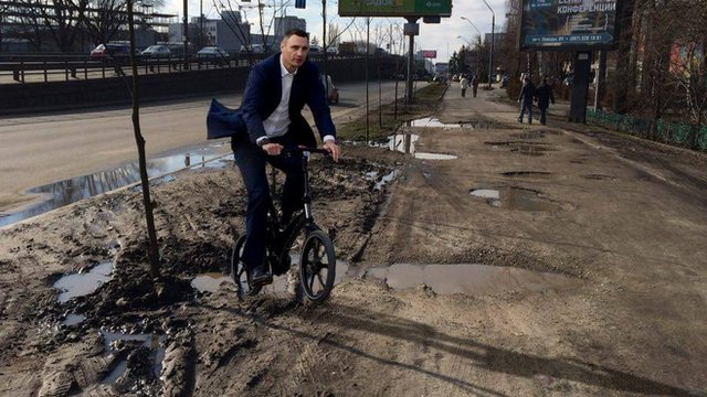 Mayor photoshopped in mud