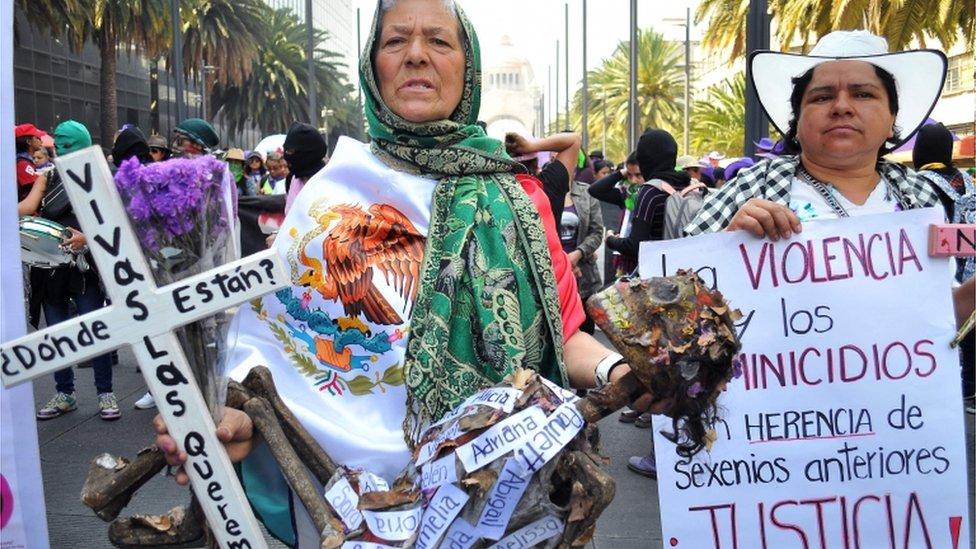Día De La Mujer Millones De Mujeres Marcharon En Todo El Mundo En El Día De La Mujer Para Repudiar La Violencia Y Pedir Por La Igualdad De Género Bbc
