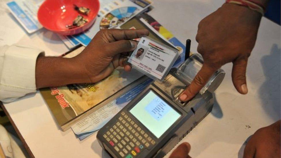 नजरियाः 'आधार लिंक करने के गंभीर परिणामों को पहचाने सरकार'