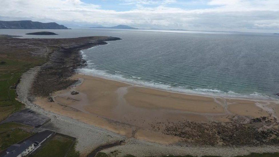 Después de 30 años reaparece playa fantasma