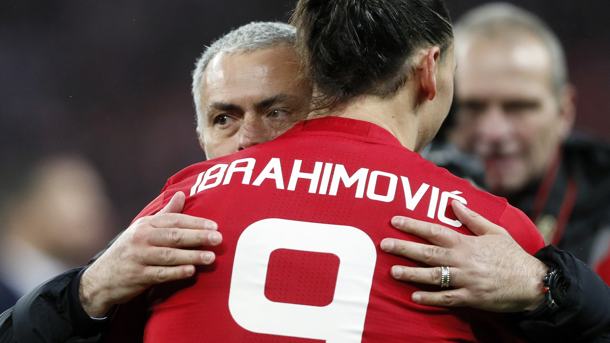 Mourinho believes Ibrahimovic will stay - but will not 'beg'