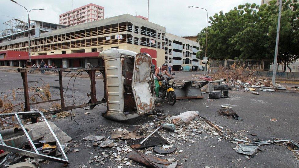 Khủng hoảng Venezuela: Đụng độ, triệu người đình công