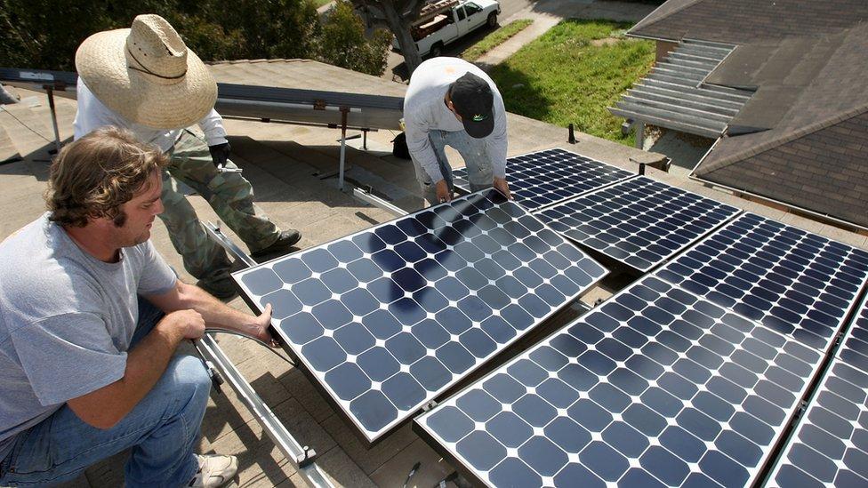 California tiene un plan de incentivos fiscales para la generación de energía solar con miras a que en 2030 cubra la mitad de su demanda.