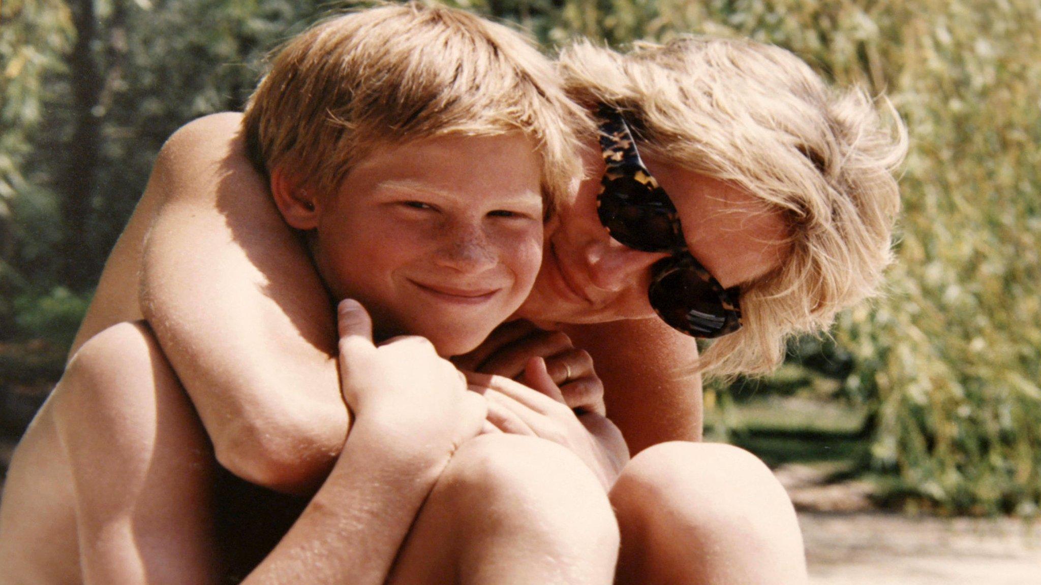"""""""Наша мама Диана"""": какой принцы Уильям и Гарри помнят принцессу Уэльскую"""