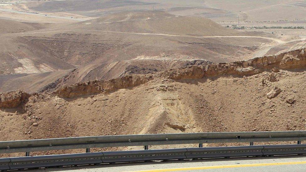 لقطة لأرض صحراوية في مصر